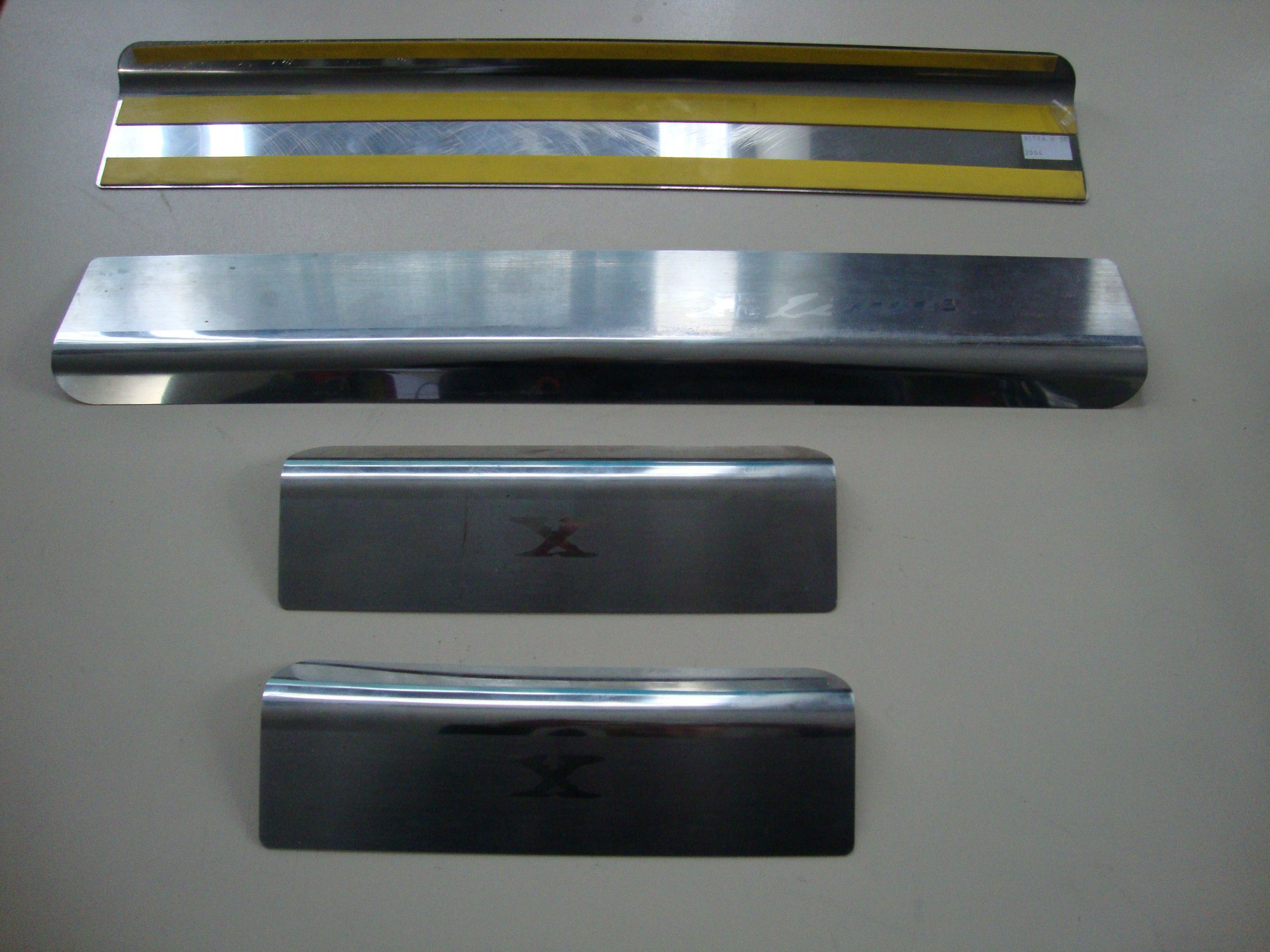 Накладки на пороги Opel Astra 2004 г.